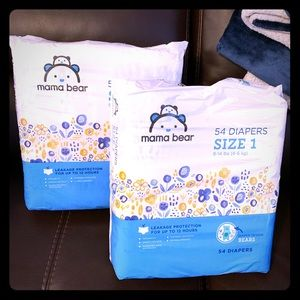Bundle of 108 Mama Bear Diapers Size 1
